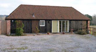 Peasmarsh – 2 bedroom converted barn