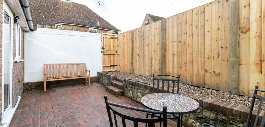 Appledore – Grade 11 Listed Two Bedroom Cottage